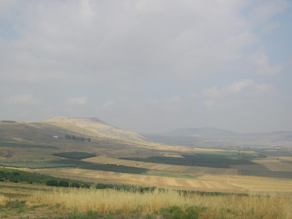 """על הפסגות האלה, המכונות """"קרניים"""" התבצרו שאריות הצבא הצלבני בסוף הקרב. צילום: almog ויקיפדיה"""